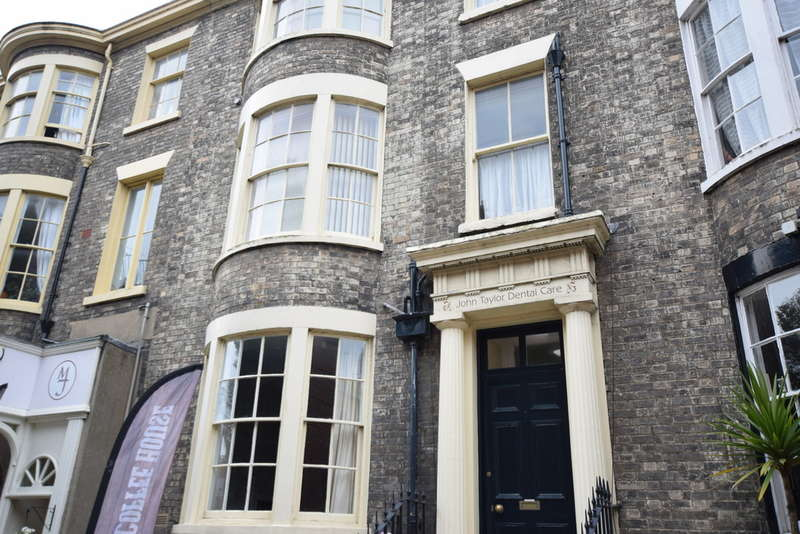 Commercial Property for rent in COMMERCIAL York Place, Scarborough