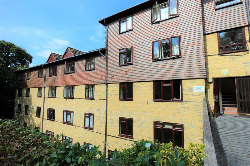 1 Bedroom Retirement Property for sale in Forest Close, Chislehurst, BR7 5QS