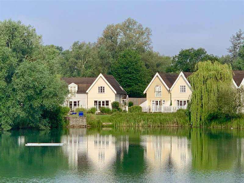 3 Bedrooms End Of Terrace House for sale in Spine Road East, South Cerney, Cirencester