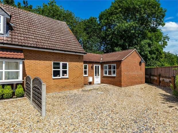 3 Bedrooms Semi Detached House for sale in Lancaster Close, Bardney, Lincoln