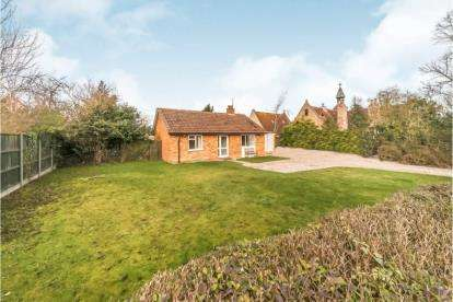 2 Bedrooms Bungalow for sale in High Street, Stagsden, Bedford, Bedfordshire