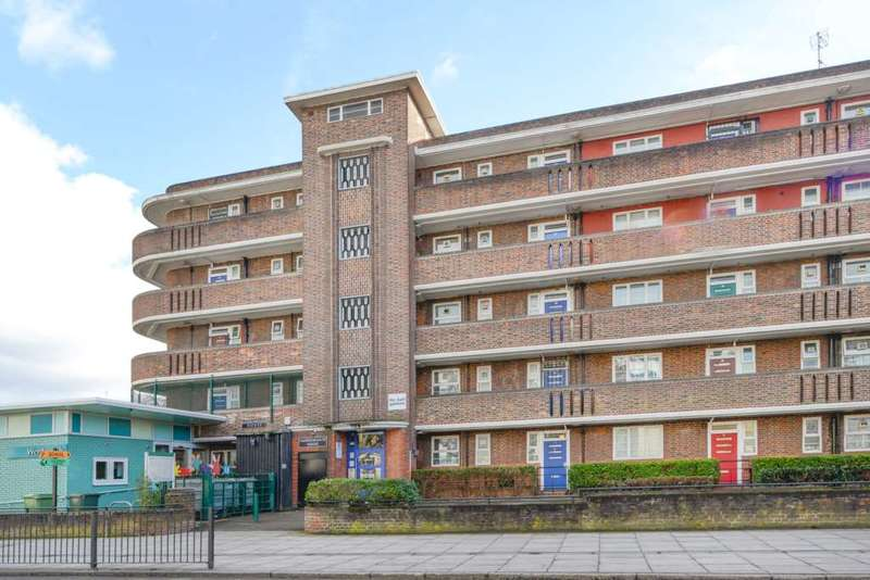 3 Bedrooms Flat for sale in Cassland Road, Hackney Wick