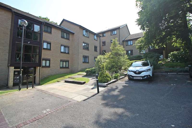 2 Bedrooms Apartment Flat for sale in Netley Cliff, Victoria Road, Netley Abbey, SO31 5JZ