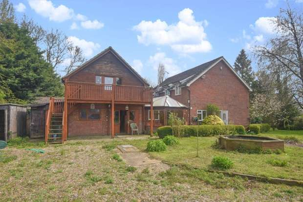 3 Bedrooms Semi Detached House for sale in Air Station Lane, Diss, Norfolk, IP21 4QF