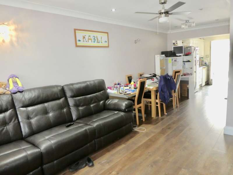 4 Bedrooms Terraced House for sale in Cleave Avenue, Hayes