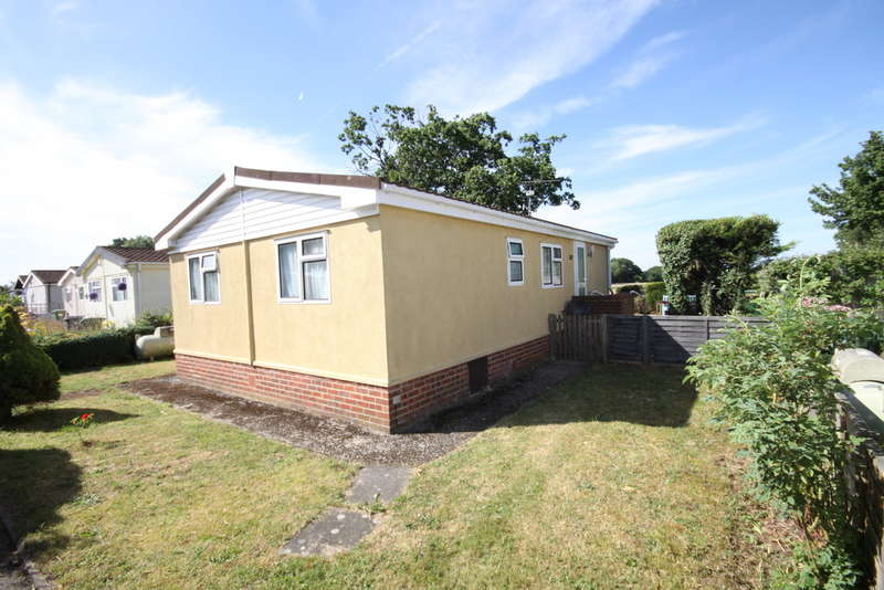 2 Bedrooms Park Home Mobile Home for sale in Crookham Common, Thatcham