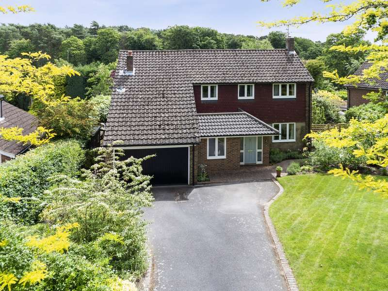 5 Bedrooms Detached House for sale in The Ridings, Cobham, KT11