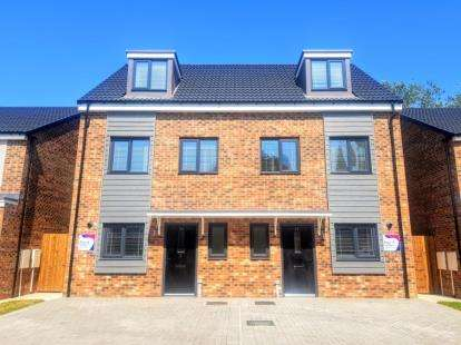 3 Bedrooms House for sale in The Lawns, Marton, Middlesbrough