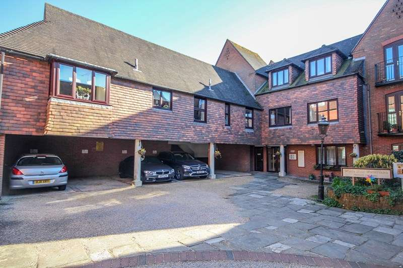 1 Bedroom Apartment Flat for sale in White Lion Courtyard, Deweys Lane, Ringwood, Hampshire, BH24