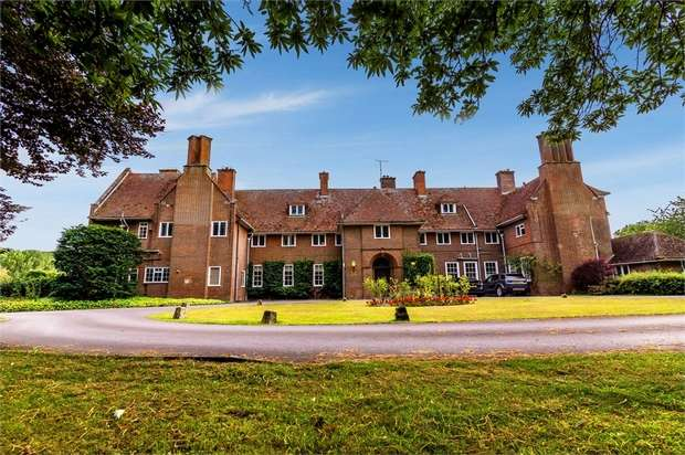 4 Bedrooms Flat for sale in Little Cheverell, Devizes, Wiltshire