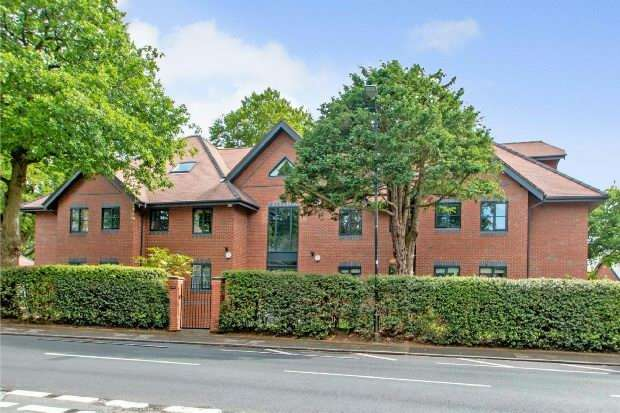 3 Bedrooms Apartment Flat for sale in South Downs Road, Hale