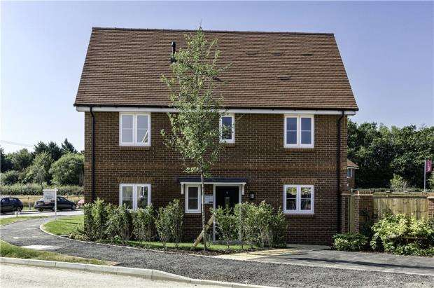 3 Bedrooms Semi Detached House for sale in Centenary Fields, Sherfield Road, Hampshire