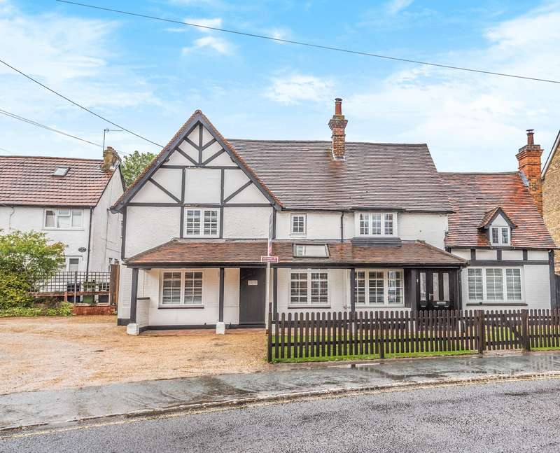 5 Bedrooms Detached House for sale in Cores End Road, Bourne End