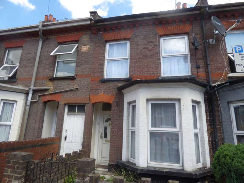 3 Bedrooms Terraced House for rent in Russell Street, Luton