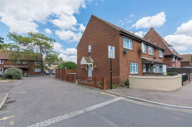 2 Bedrooms Semi Detached House for sale in Bayne Close, Beckton, London