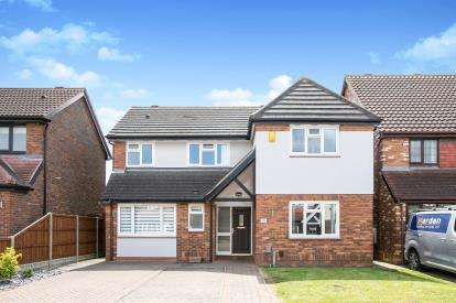 4 Bedrooms Detached House for sale in Kestrel Way, Sandy, Bedfordshire