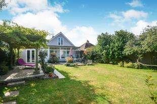 3 Bedrooms Bungalow for sale in Alfred Road, Greatstone, New Romney, Kent