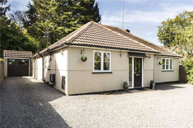3 Bedrooms Detached Bungalow for sale in Pinehill Road, Crowthorne, Berkshire