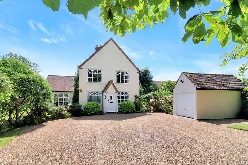 4 Bedrooms Detached House for sale in Lycrome Road, Lye Green, HP5