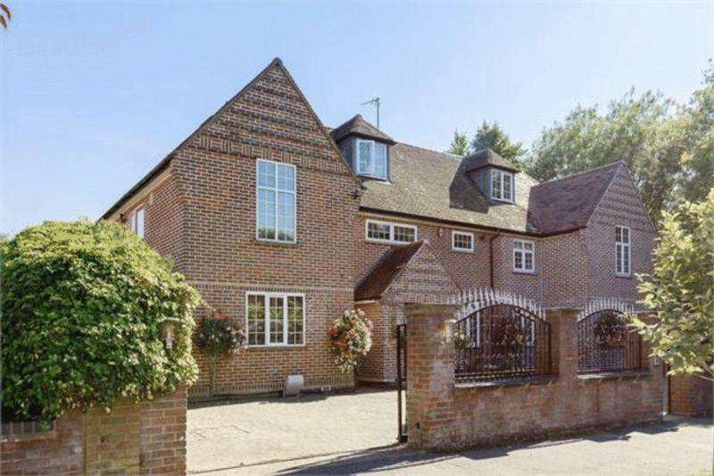 6 Bedrooms Detached House for sale in Stunning Detached Mansion in Stockwood Park