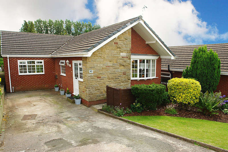 3 Bedrooms Detached Bungalow for sale in Denbydale Way, Royton