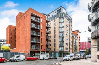 2 Bedrooms Flat for sale in City Road East, Manchester, Greater Manchester