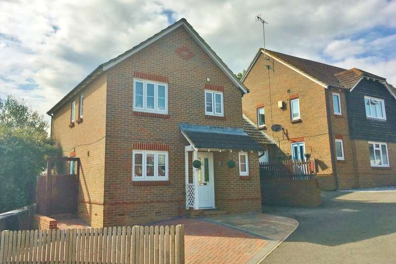 4 Bedrooms Detached House for sale in Orwell Close, Stone Cross, Pevensey, BN24