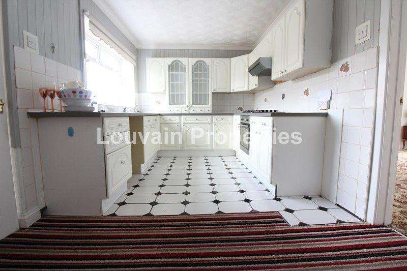 3 Bedrooms Semi Detached House for sale in Sycamore Avenue