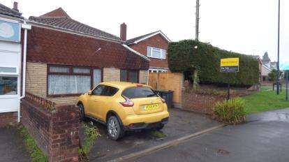 2 Bedrooms End Of Terrace House for sale in Cowplain, Waterlooville, Hampshire