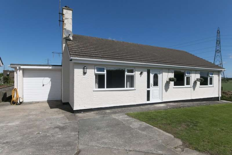 3 Bedrooms Bungalow for sale in Penbodeistedd, Amlwch, Anglesey, LL68