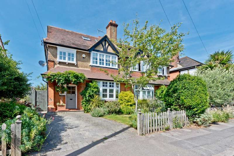 4 Bedrooms Semi Detached House for sale in Thorkhill Road, Thames Ditton