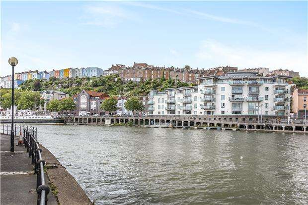 2 Bedrooms Flat for sale in Capricorn Place, Hotwell Rd, Bristol, BS8 4UA