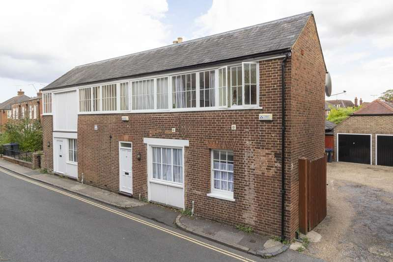 2 Bedrooms Semi Detached House for sale in Kirbys Lane, Canterbury, CT2