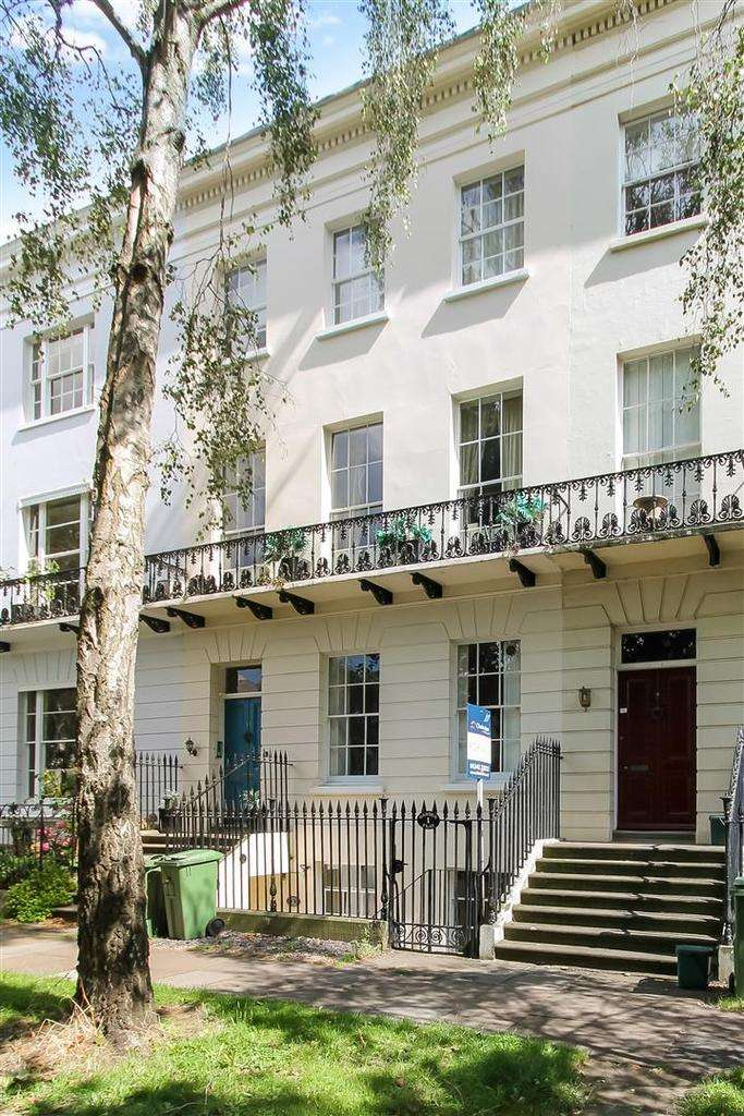 2 Bedrooms Apartment Flat for sale in Pittville Lawn, Cheltenham