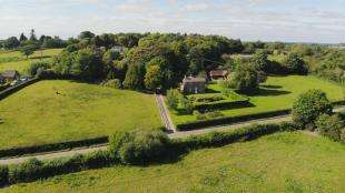 3 Bedrooms Equestrian Facility Character Property for sale in Forest Lane, Punnetts Town, Heathfield, East Sussex