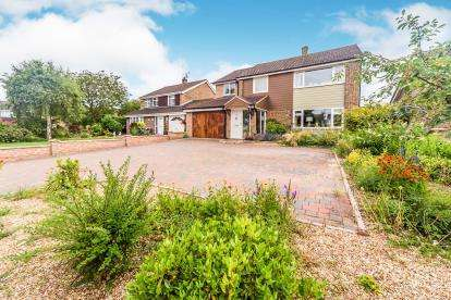 5 Bedrooms Detached House for sale in Tyne Crescent, Brickhill, Bedford, Bedfordshire