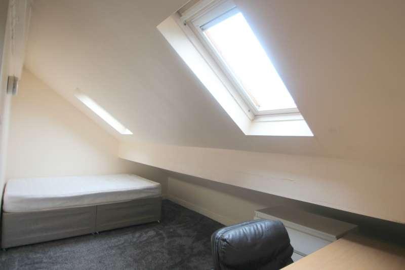 5 Bedrooms Flat for rent in Cardigan Road, Hyde Park, Leeds