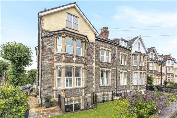 2 Bedrooms Flat for sale in Redland Road, BRISTOL, BS6 6YS