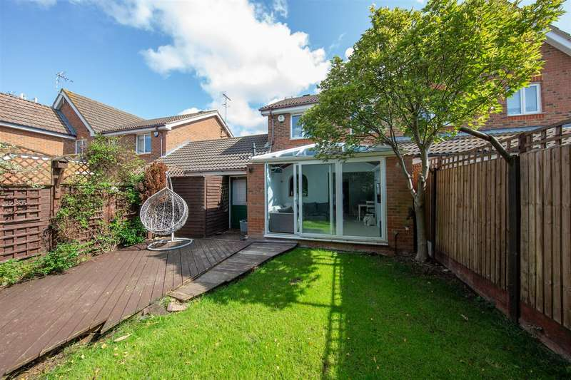 3 Bedrooms Semi Detached House for rent in Bishop Close, Leighton Buzzard