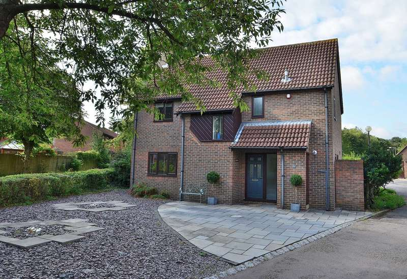 4 Bedrooms Detached House for sale in Wood Lane, Great Linford