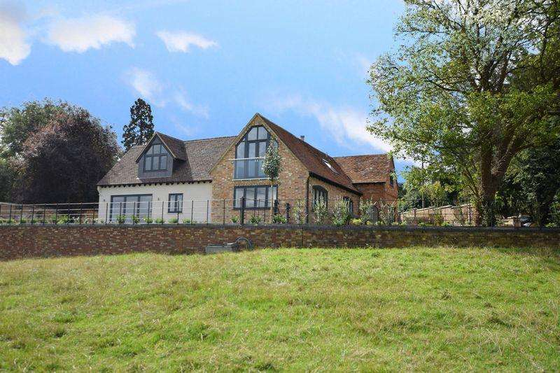4 Bedrooms Detached House for sale in Mentmore