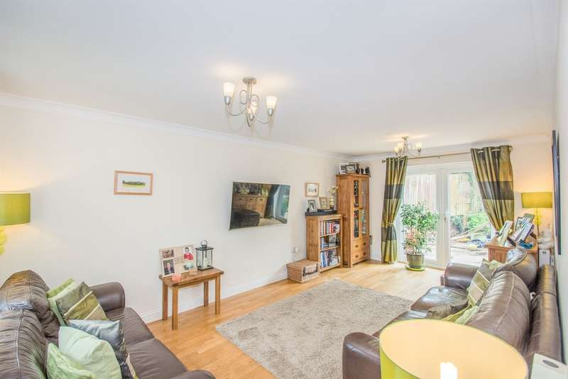 4 Bedrooms Detached House for sale in Museum Court, Griffithstown, Pontypool
