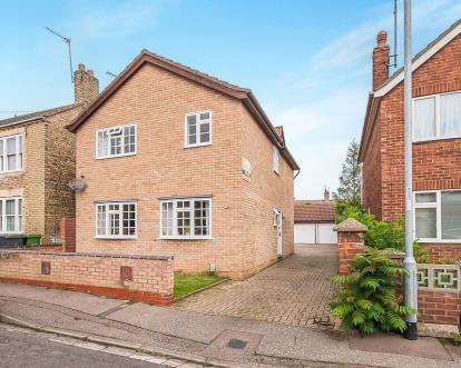 3 Bedrooms Detached House for sale in South View, London Road, Peterborough, Cambridgeshire