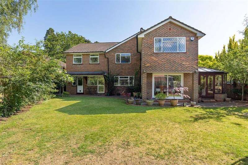 5 Bedrooms Detached House for sale in Heath Court, Leighton Buzzard