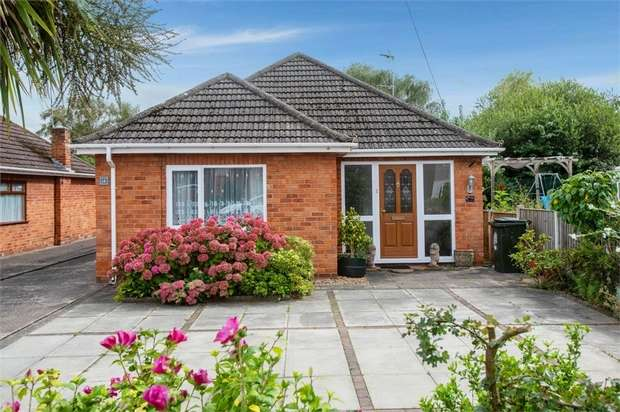 2 Bedrooms Detached Bungalow for sale in Woodland Road, Whitby, Ellesmere Port, Cheshire