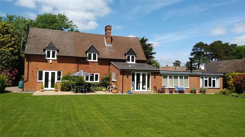 3 Bedrooms Detached House for sale in Clayhill Road, Burghfield Common, Reading, Berkshire, RG7