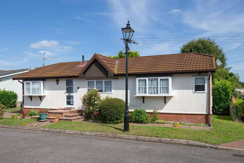 2 Bedrooms Park Home Mobile Home for sale in The Cloisters, Brickhill Park, Half Moon Lane, Pepperstock
