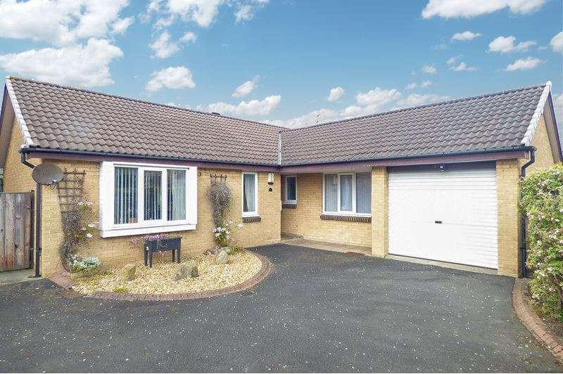 3 Bedrooms Bungalow for sale in Dorking Close, South Beach, Blyth, Northumberland, NE24 3LX