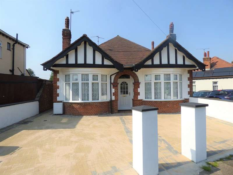 4 Bedrooms Detached Bungalow for sale in Lincoln Road, Peterborough, Cambridgeshire. PE4 6BP