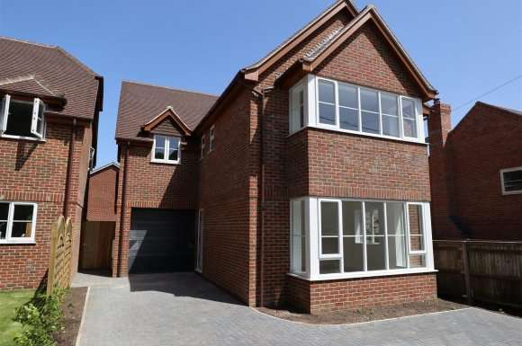 4 Bedrooms Property for sale in Broad Halfpenny Lane, Tadley